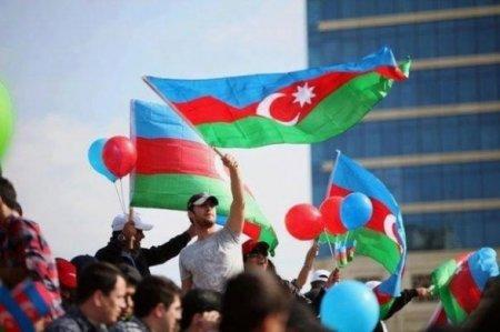 Ну, любят азербайджанцы и татары Москву...