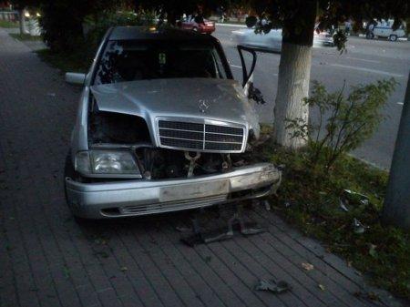 «Mercedes» следователя полиции столкнулся с автомобилем марки «КамАЗ»