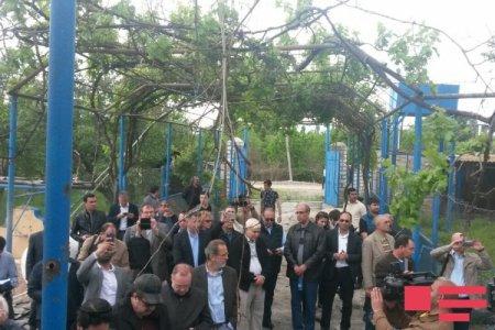 Иностранные дипломаты побывали в агдамской школе, разрушенной армянской артиллерией