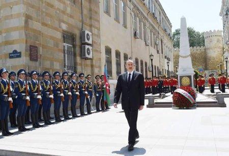 Ильхам Алиев посетил монумент в честь АДР