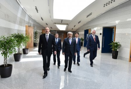 Ильхам Алиев принял участие в открытии нового административного здания Государственной нефтяной компании