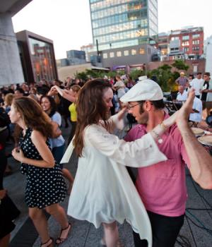 В Баку возрождается традиция танцев под открытым небом
