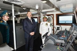 Президент Ильхам Алиев ознакомился с новым пограничным сторожевым кораблем Госпогранслужбы