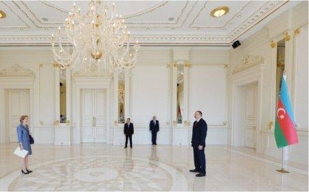 Президент Ильхам Алиев принял верительные грамотыновоназначенного чрезвычайного и полномочного посла Соединенного Королевства Великобритании и Северной Ирландии в нашей стране Кэрол Мэри Крофтс.