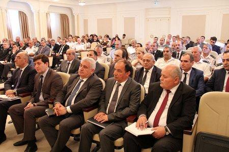 В Баку уволены чиновники