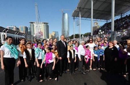 Президент Азербайджана Ильхам Алиев наградил победителей Гран-при Европы Формулы 1