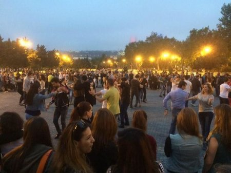 С 25 июня на   Бакинском бульваре начнет функционировать Центр танцев на открытом воздухе.