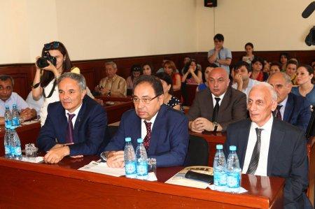 На факультете журналистики Бакинского государственного университета (БГУ) проведена защита выпускных работ