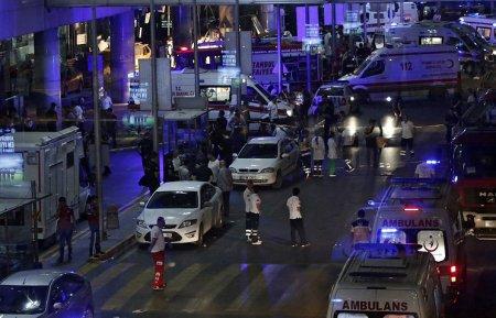 Три террориста-смертника подорвали себя в международном терминале в аэропорту Стамбула. Хроника событий по информации СМИ .