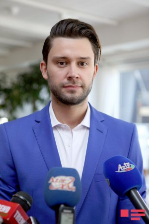 На фестиваль «Жара» в Баку приехали около 480 гостей из России и ближнего зарубежья.